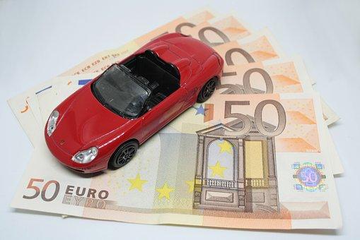 Jakie dodatkowe zobowiązania wiążą się z kredytem samochodowym